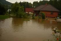 Lidem v Markvarticích se valila řeka vody přes zahrady