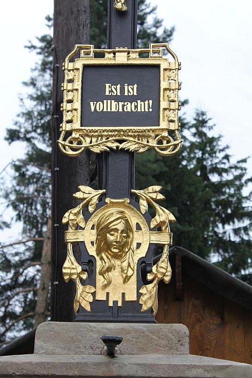 Detail kříže v Doubici.