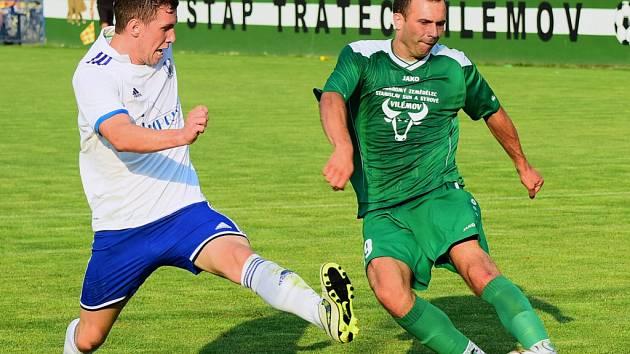 PRVNÍ BODY. Fotbalisté Vilémova (v zeleném) doma porazili Libiš 2:1.