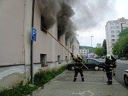 Požár výrobny nábytku na Starém Městě.