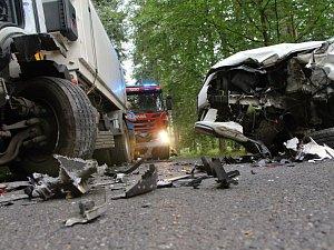 Při srážce náklaďáku s osobním autem u Růžové se zranili čtyři lidé