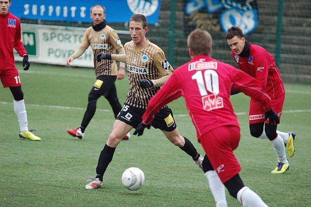 FC SLOVAN LIBEREC (ve zlatém) porazil 5:2 ústeckou Armu.
