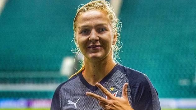 TEREZA KOŽÁROVÁ, rodačka z Děčína, už zase střílí góly v sešívaném dresu.