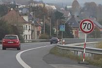 SEDMDESÁT. Taková rychlost bude platit na hlavním silničním tahu z Děčína do Ústí u Vilsnice.