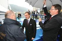 Na místo, kde by mohl stát jeden z jezů, se přijel podívat i nový ministr dopravy Vít Bárta v rámci své inspekční cesty po Ústeckém kraji.