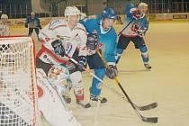 Děčínští hokejisté sice prohráli doma s HC Klatovy v prodloužení, o druhé místo v tabulce skupiny Západ ale nepřišli. Třetí Klášterec totiž vyhrál na ledě pražské Kobry také až v prodloužení a dva body mu na druhé místo nestačily.