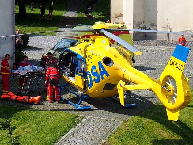 Do Jiřetína pod Jedlovou přiletěl vrtulník k opařenému dítěti.