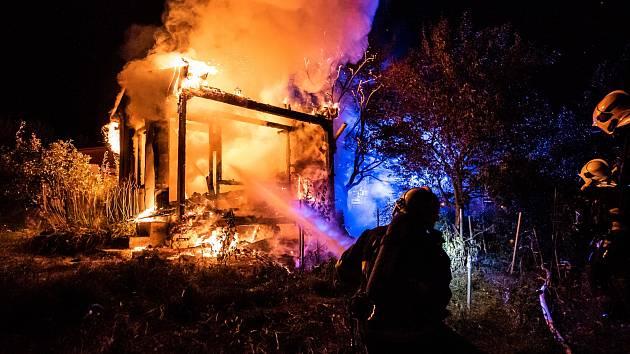 Hasiči likvidovali požár zahradní chatky ve Varnsdorfu.
