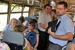 Kalendář pokřtili ve vlaku a jeřabinkou