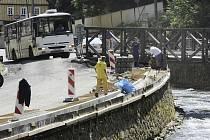 Most ve Hřensku smetla voda, nový bude stát na začátku listopadu.