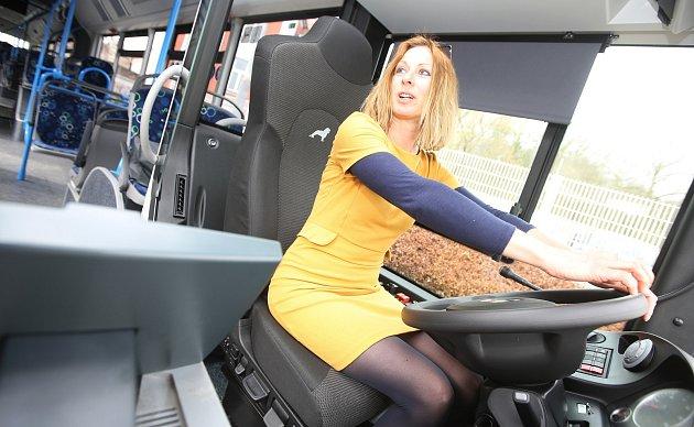 Děčínský dopravní podnik dostal nové autobusy na zemní plyn CNG. Zároveň otevřel i tankovací stanici na CNG plyn.