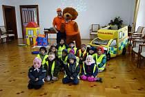 Děti na zámku ve Šluknově si vyzkoušely první pomoc.