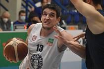 Děčínský Filip Kroutil předvedl dobrý zápas, Ostravě nasázel 21 bodů.