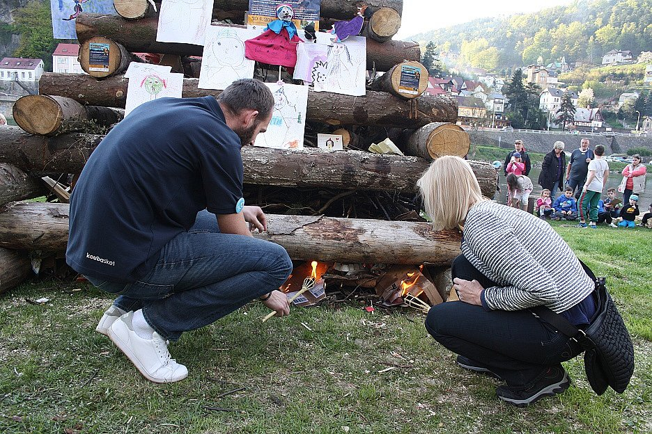 Pálení Čarodějnic v Děčíně na Smetanově nábřeží 2016