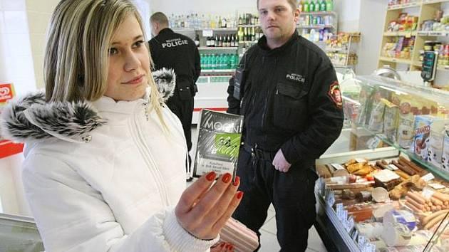 Kontrola prodeje cigaret a alkoho mladistvím.