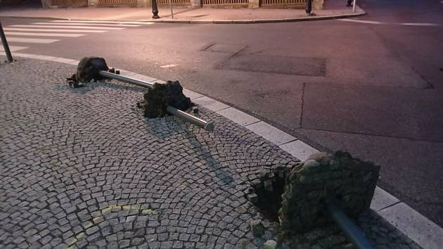 Vandalové po dvě noci ničili prostranství U Věžičky ve Varnsdorfu.