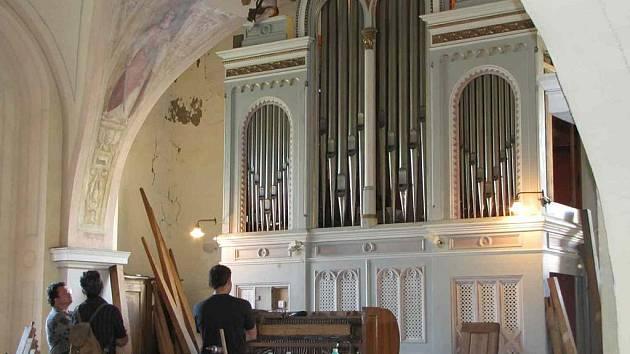 V plném proudu je restaurování varhan v děkanském kostele sv. Bartoloměje v Rumburku.