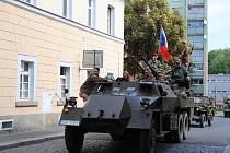 Vojenské veterány na náměstí v Rumburku.