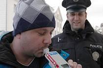 Děčínský řidič Petr dechové zkoušky na alkohol při každé silniční kontrole vítá. Myslí si, že bude méně dopravních nehod, které zaviní řidiči pod vlivem alkoholu