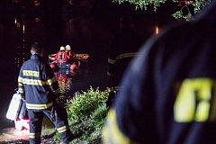 V rybníku Cimrák v Krásné Lípě našli hasiči bezvládné tělo.