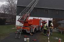 Ve Velkém Šenově hořel komín. Na místě zasahovali hasiči