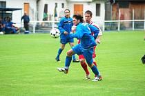 V ÚVODNÍM přáteláku podlehl Benešov nad Ploučnicí (v modrém) 1:4 týmu FK Jílové (v červeném).