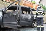 Ve Žlebu shořela dvě auta.