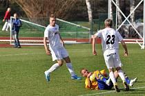 MARNĚ bojovali fotbalisté Slovanu Varnsdorf (ve žlutém) proti Mostu. S Baníkem prohráli 1:2.