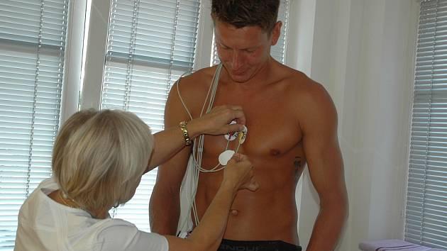 DĚČÍNŠTÍ BASKETBALISTÉ se podrobili na ústecké klinice Tornero nezbytné prohlídce.