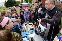Záchranáři a policisté uspořádali dětem školení