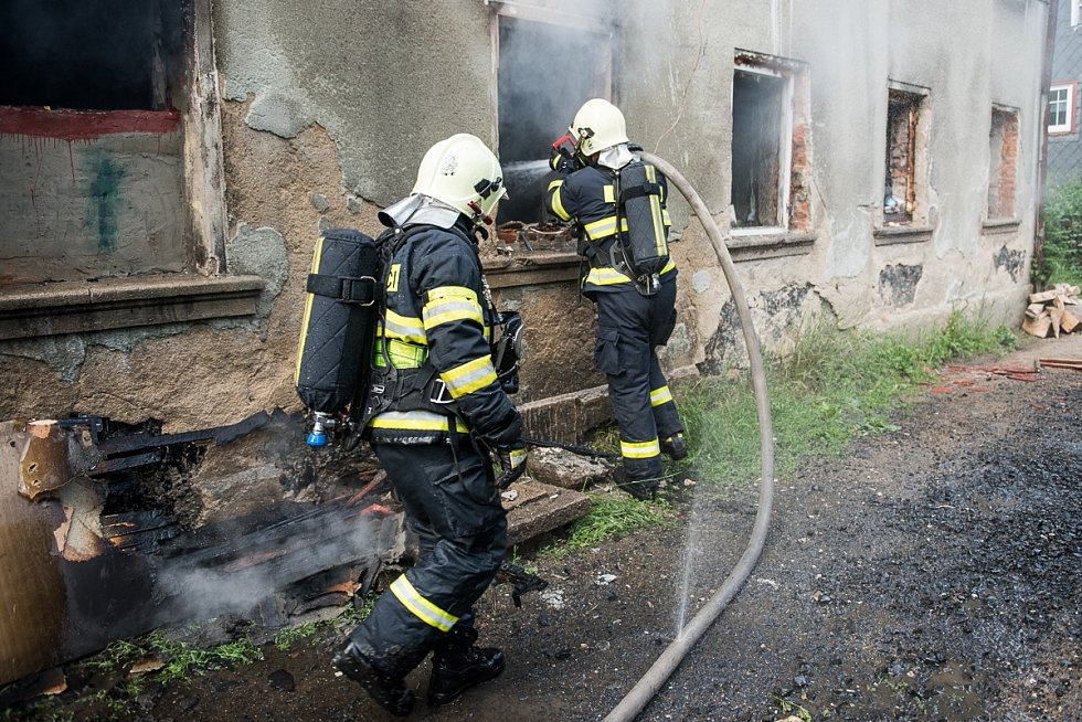 Požár v přízemí obytného domu v Jiříkově.