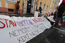 Demonstrace na podporu vystěhovaných ve Varnsdorfu.