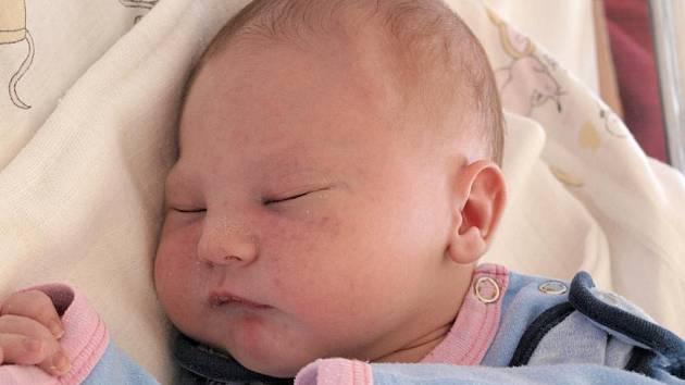 Editě Kusinové z Varnsdorfu se 7.června ve 13.20 v rumburské porodnici narodil syn Dominik Kusin. Měřil 52 cm a vážil 3,6 kg.