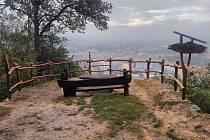 Nové zábradlí na vyhlídce na Červeném vrchu.