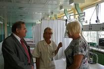 Primátor František Pelant v děčínské nemocnici.
