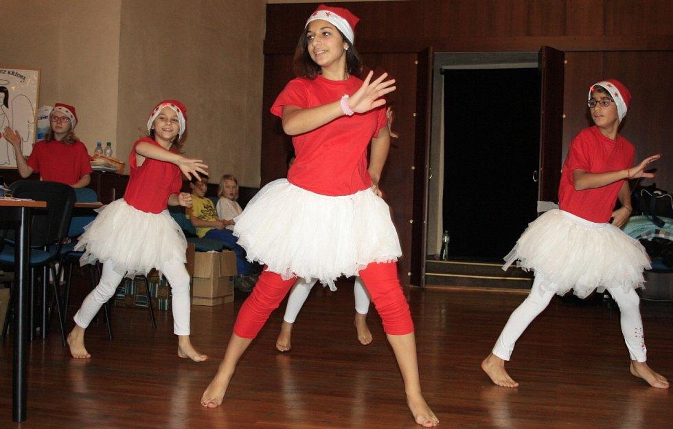 Divadelní vánoční bazar.