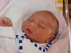 Lence Hertlové ze Šluknova se 30. června ve 23.50 v rumburské porodnici narodil syn Šimon Hertl. Měřil 48 cm a vážil 3,47 kg.