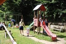 Po této klouzačce se děti v Bělé již nesvezou. Tento týden ji totiž ukradli z dětského hřiště zloději.