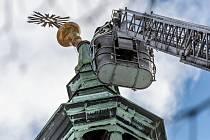 Rozeta z věže jiřetínského kostela hrozila pádem