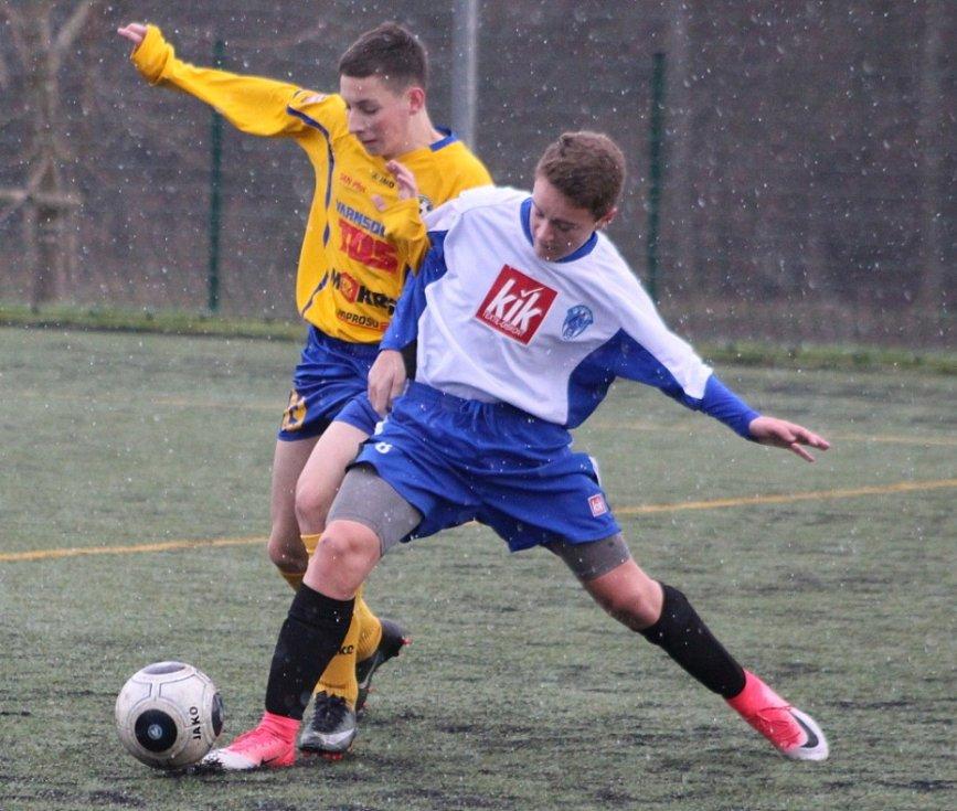 Mladí fotbalisté Varnsdorfu při mistrovském utkání proti Čáslavi.