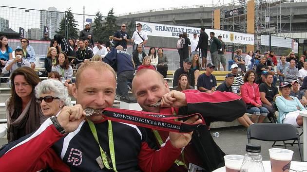 Olympiádu nebo-li světové hry hasičů, policistů a celníků v kanadském Vancouveru mají za sebou profesionální hasiči Josef Kroupa a Jan Šeps z Varnsdorfu.