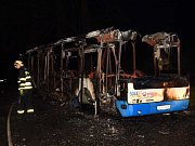 Autobus zcela vyhořel
