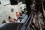 Simulovaná nehoda autobusu se čtyřiceti zraněnými v Dolní Poustevně zaměstnala desítky záchranářů.