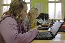 Práci s netbookem si žáci i kantoři pochvalují. Moderní výuka jim poskytuje řadu možností.