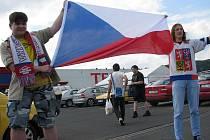 V Děčíně se v pátek fanoušci sešli na parkovišti u Tesca.