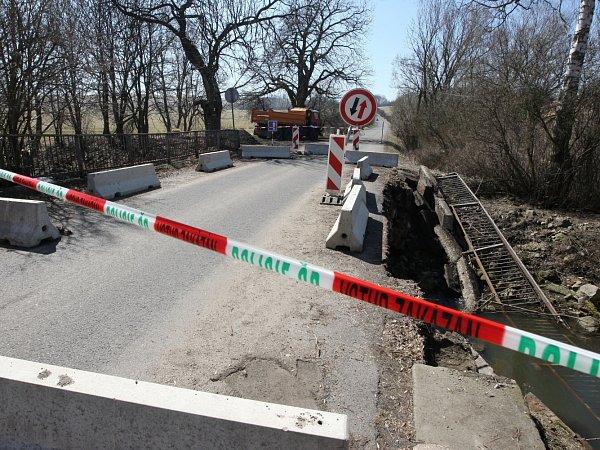 Mostek ve Verneřicích je vsoučasné době uzavřen pro dopravu.