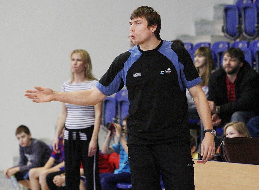 Děti ze základních škol zápolily v basketu po dozorem hráčů BK Děčín.