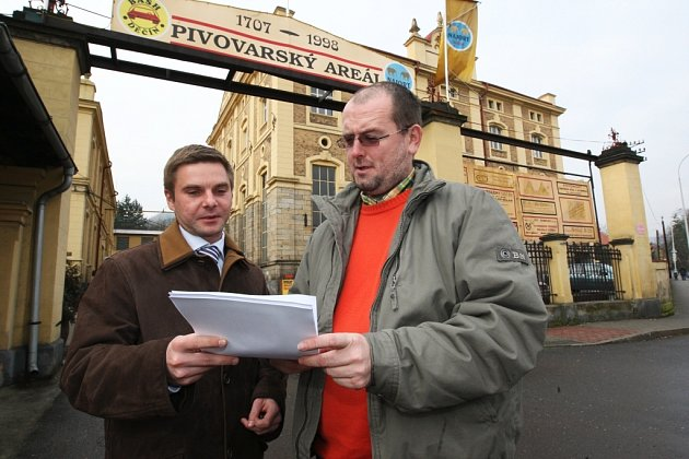 Podnikatelský záměr s pivovarem v Děčíně řeší Vojtěch Ryvola předseda představenstva a Martin Král místopředseda představenstva (vlevo).