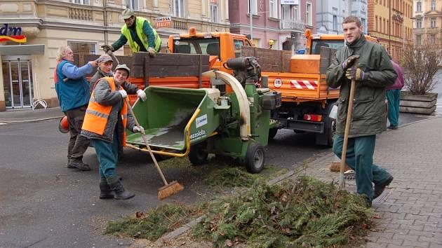 Vánoční výzdoba mizí z ulic Děčína