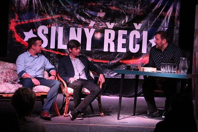 Hosty talk show Silný řeči byl Marek Hilšer, Luboš Xaver Veselý a Jakub Čech.